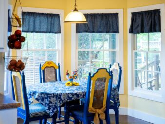 Breakfast nook with bay window